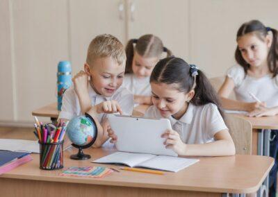 FERRAMENTAS TECNOLÓGICAS NA EDUCAÇÃO Quais são e como podem contribuir para o processo de aprendizagem?